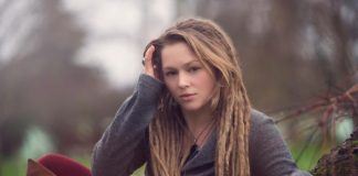 Crystal Bowersox Biography, Teeth, Net Worth, Songs, where is She?